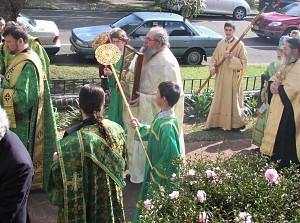 Священник-абориген о. Серафим Слейд, Архиерейская Крестовая церковь в Кройдоне