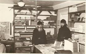 Монах Лавр работает в типографии